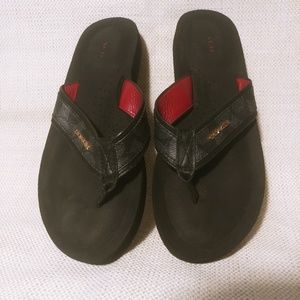 8.5b black coach flip flops